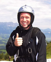 Picture of Rainer Schuettler - schuettler-flying.jpg